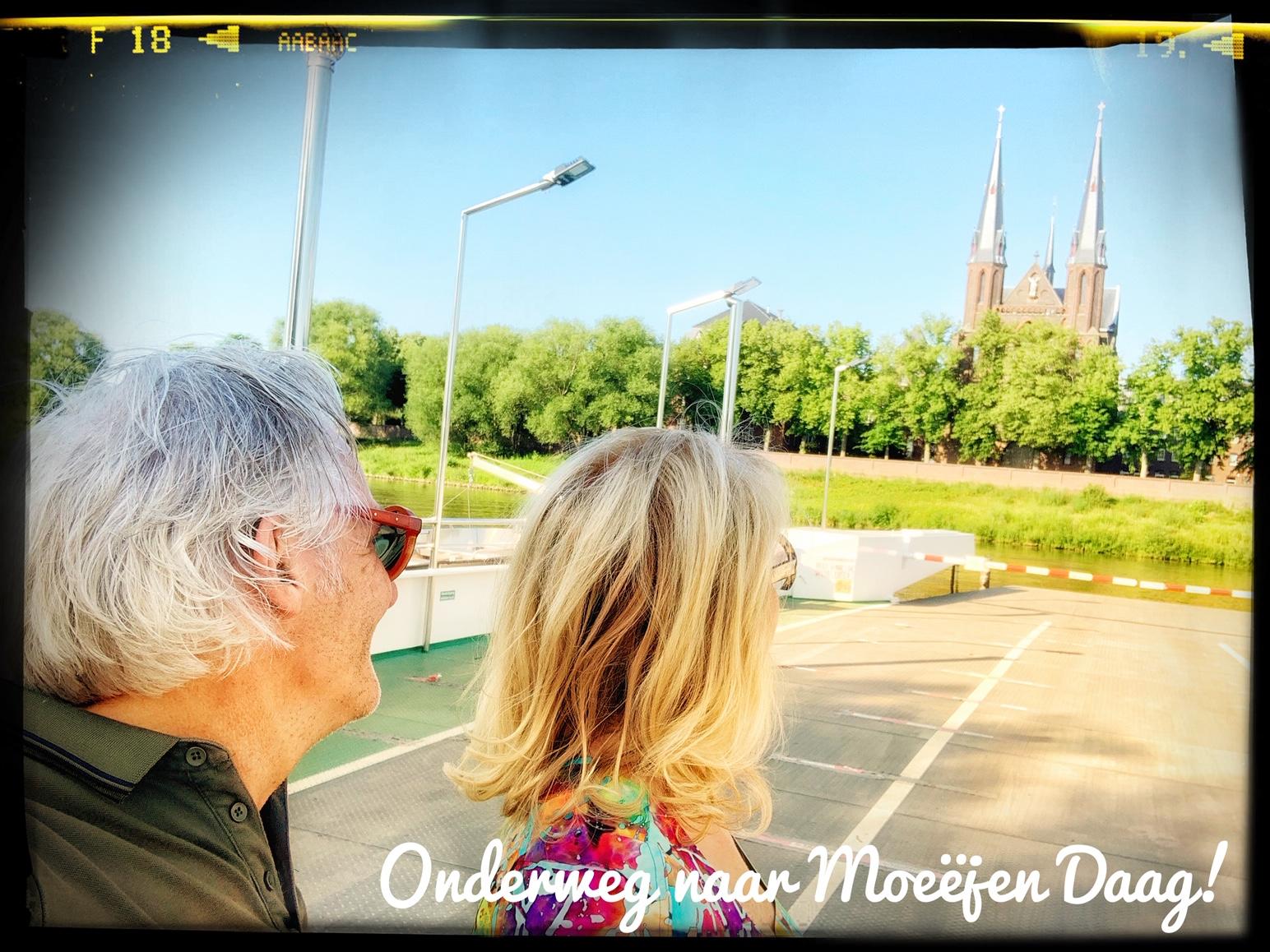 Sjaak en Lianne onderweg naar Moeëjen Daag